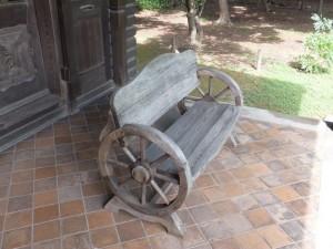 撞球場テラスの椅子